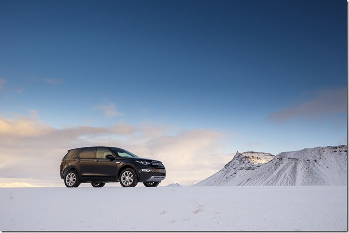 Land Rover Discovery Sport in Iceland - Barolo Black (2)