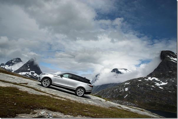 MY18-Velar-Offroad-Norway (1)