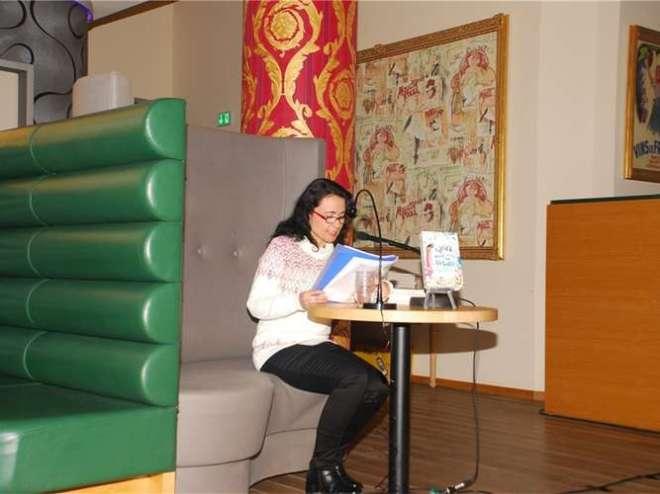 """Bei der Leipziger Buchmesse bekam Miriam Geimer die Möglichkeit, bei """"Leipzig liest"""" auf der Galopprennbahn Scheibenholz aus ihrem Buch vorzulesen. re"""