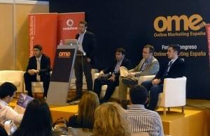 Guillermo Vilarroig moderando una mesa redonda en el OME