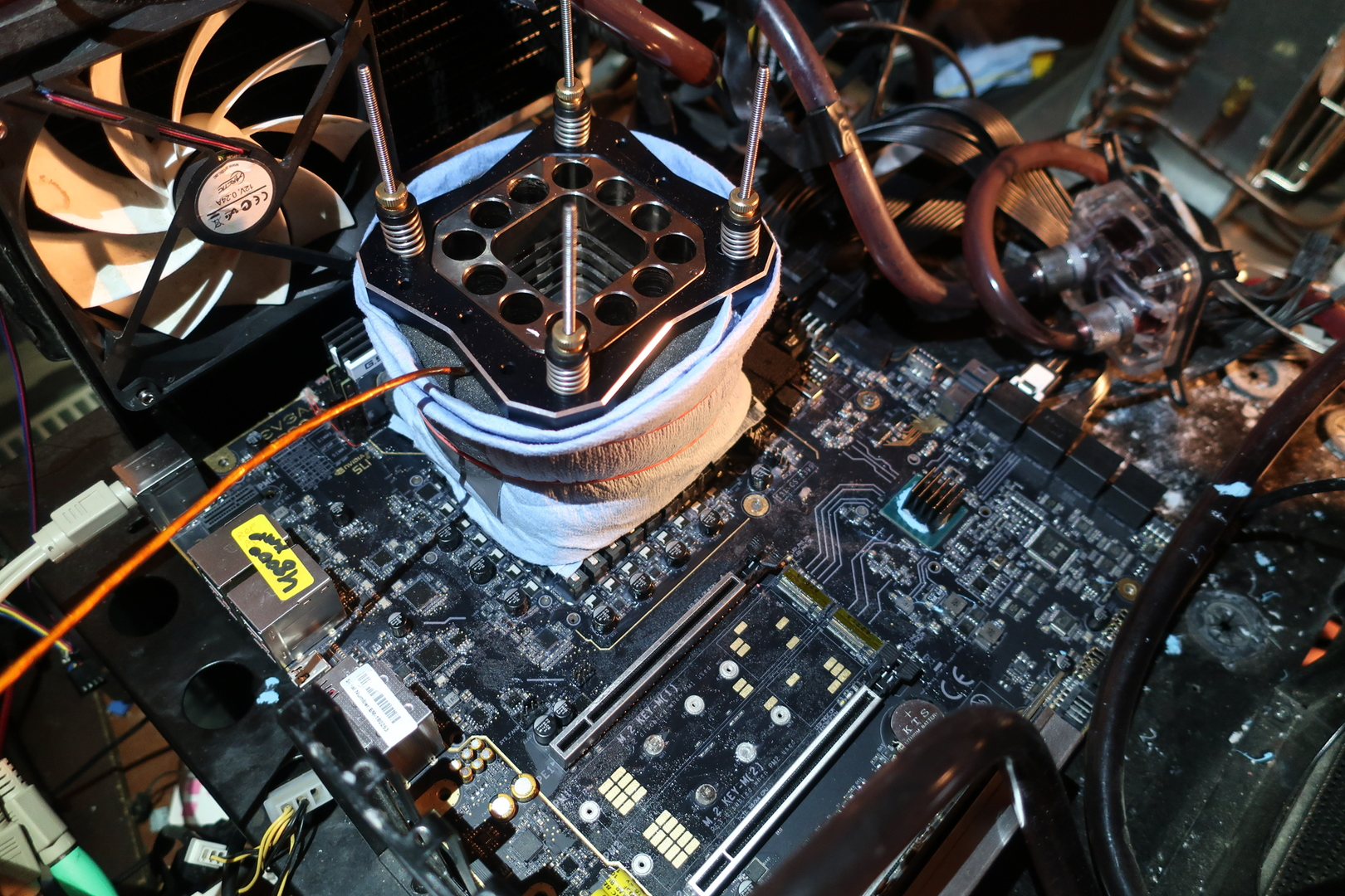 Overclocked to nearly 7 GHz Intel Core i9-9900K updated