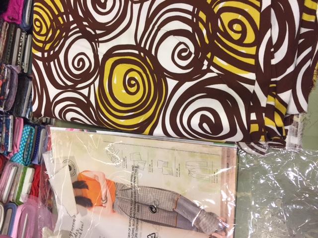 patroon, stofwinkel, montfoort, zigzag, naailes, naaien, sewing en mooie kleuren. Geel en Bruin