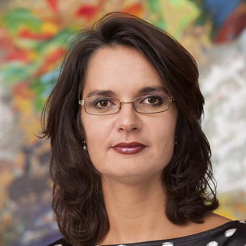 Emine Özyenici (Overheidsmanager van het Jaar 2018)
