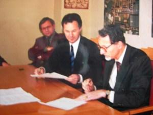 Ondertekening van het convenant door Wil van den Bos