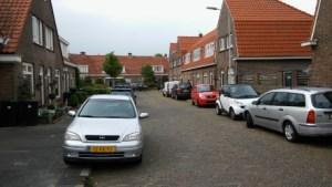 De Emmastraat die in een bocht loopt van de Prins Hendrikstraat naar de Oranje Nassaustraat.