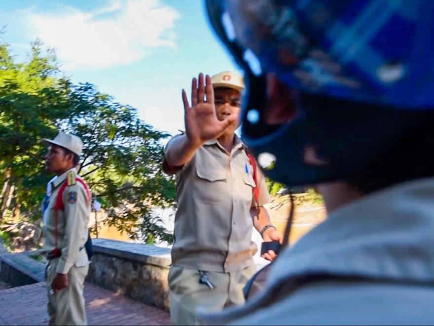 corrupt-police-laos-1