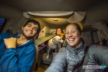 Adrienne, Daisy e Lucy nos receberam em casa por todo o tempo que esperamos a Vanda chegar aos EUA.
