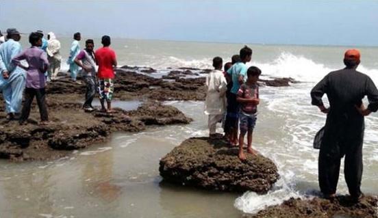 hawks bay beach karachi