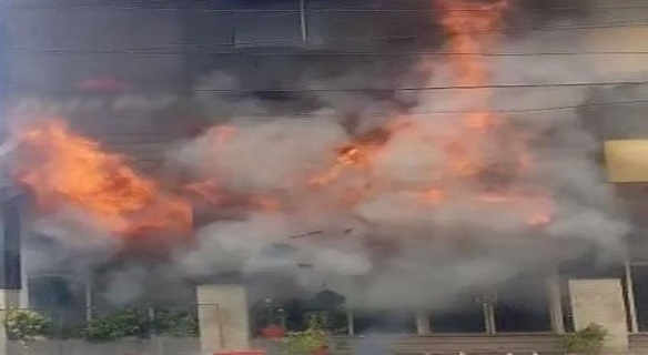 Karachi: Fire in the restaurant at Boat Basin