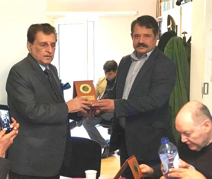 AJK PM Raja Farooq Haider Presented Sheild to Belgium Press Club Imran Saqib