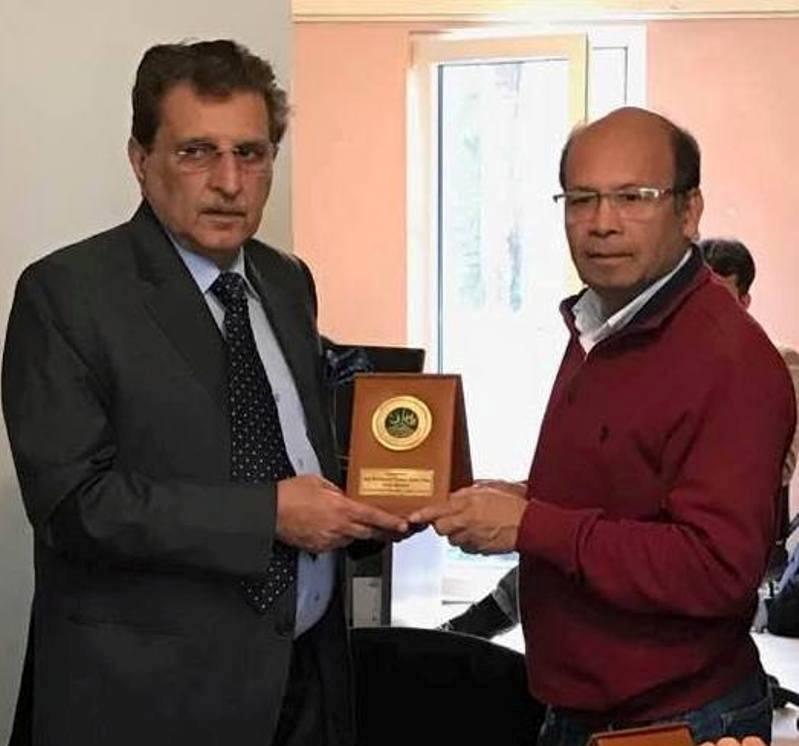 Journalist Khalid Hameed Farooqi recieves award from AJK's PM Raja Farooq Haider Khan