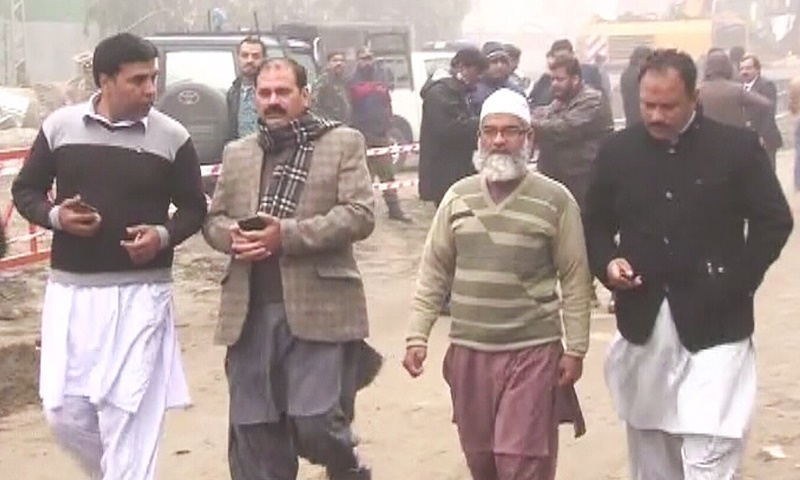 Zainab's Father arrived at SC's Lahore Registry - Dawn
