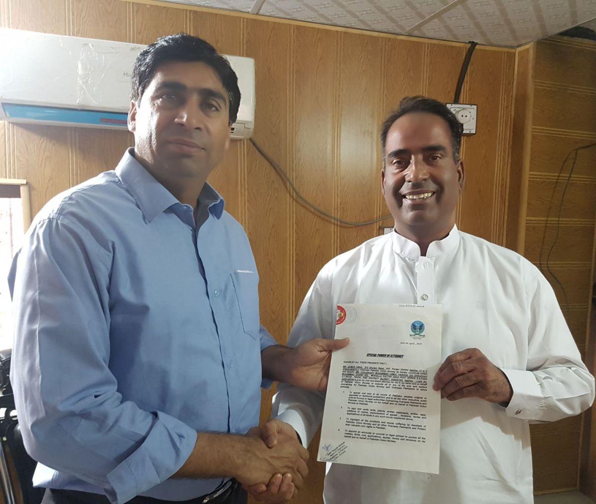 پاکستان یونین ناروے کے انتظامی امور کے سربراہ منشاء خان نے تقرری کا نوٹیفکیشن پاکستان میں یونین کے قانونی مشیر عظمت فاروق ایڈوکیٹ کے حوالے کردیا