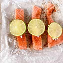 salmon filet with lime slices