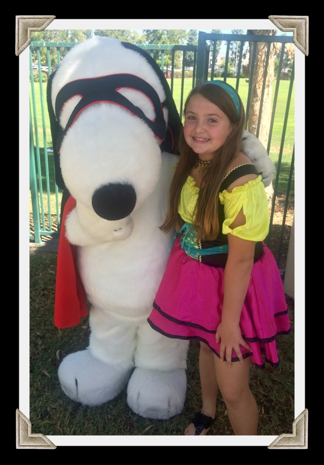 knotts-spooky-farm-snoopy