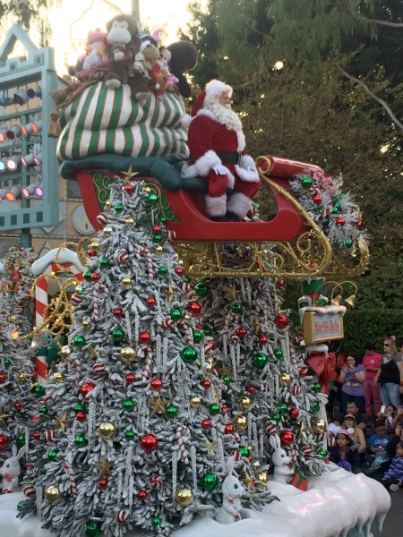 Disney-Holidays-Santa-float