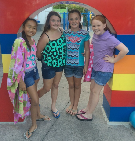 lego-bff-sleepover-waterpark