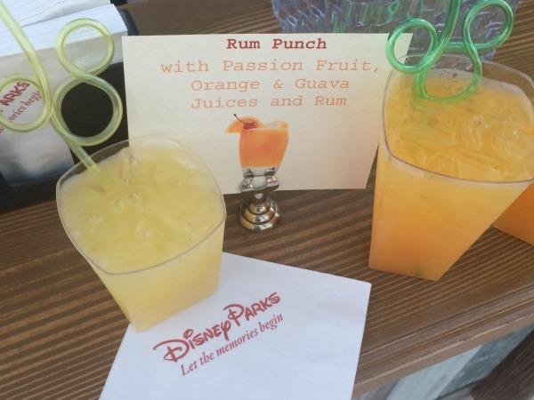 mickeys-beach-bash-at-the-disney-social-media-moms-celebration-drinks