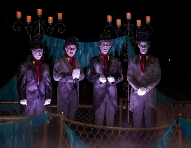 halloween-time-at-the-disneyland-resort-dans