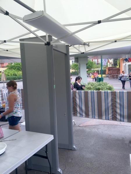 metal-detectors-disneyland-resort