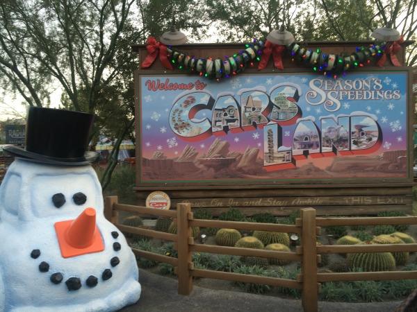 disneyland-holidays-carsland