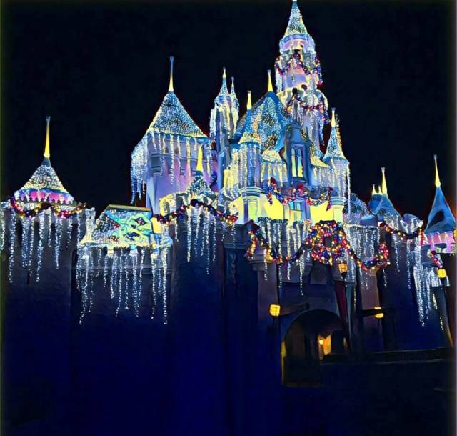 disneyland-holidays-castle-night