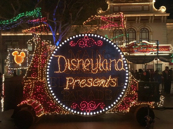 main-street-electrical-parade-disneyland-presents