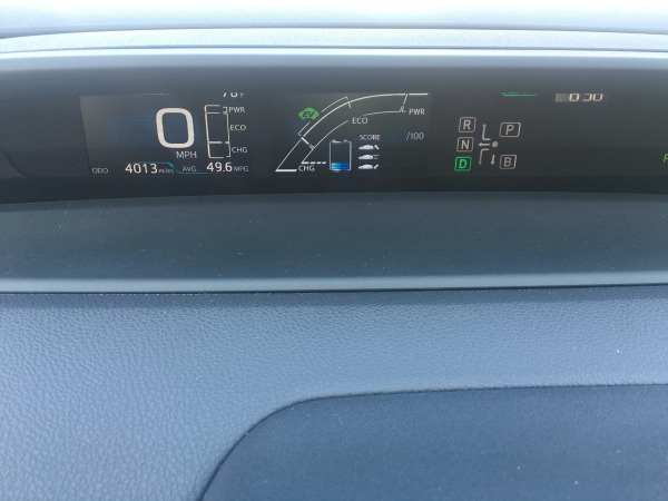 toyota-prius-dashboard-features