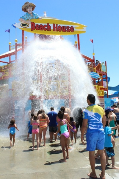 knotts-soak-city-beachhouse