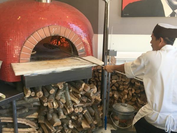 angelinas-pizzeria-oven