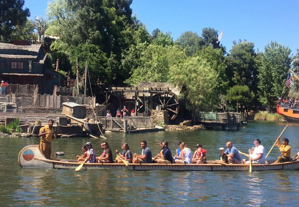disneyland-resort-celebrate-summer-davy-crocketts-explorer-canoes