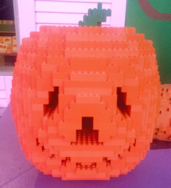 legoland-brick-or-treat-pumpkin
