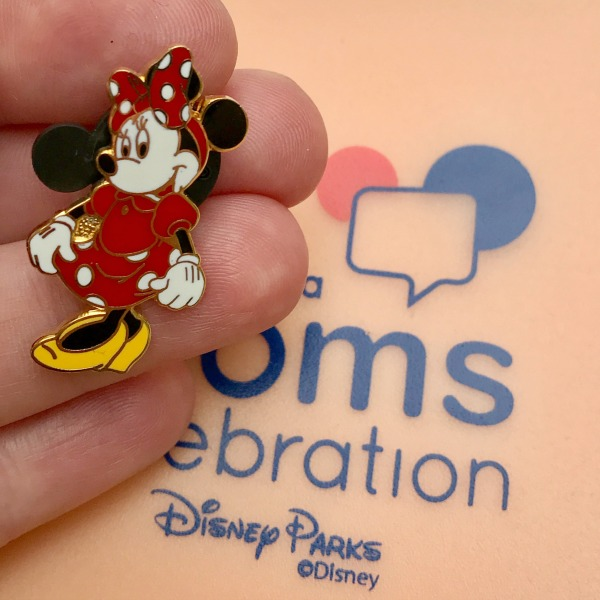 disney-social-media-moms-celebration-minnie-pin