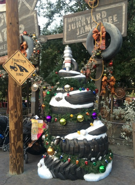 holidays-at-disneyland-resort-carsland-2