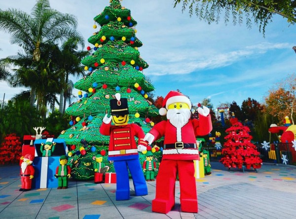 legoland-california-holidays-soldier-and-santa