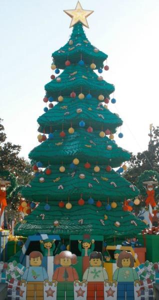 legoland-holidays-tree-2