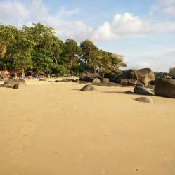 Strand en zee bij Khaolak