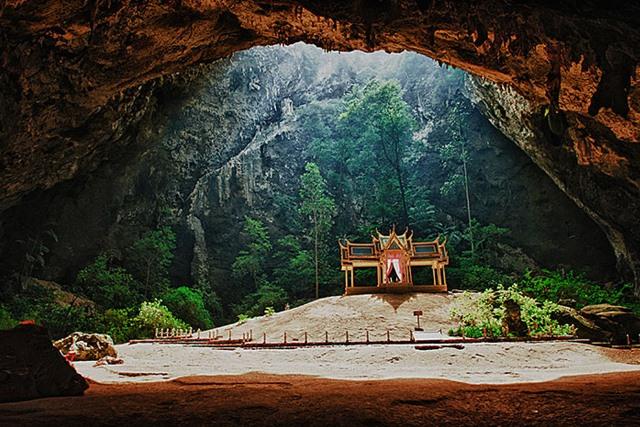 Phraya Nakhon grot
