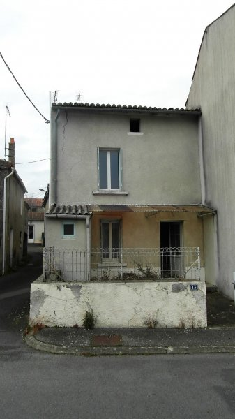 House for Sale in Viennay