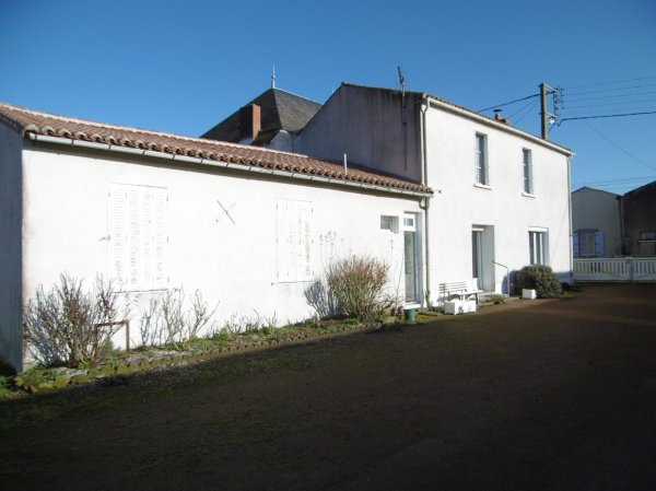 House for Sale in Boussais, Poitou-Charentes, France
