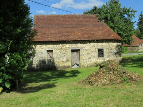 Barn for Sale in Saint-Cyprien, Aquitaine, France