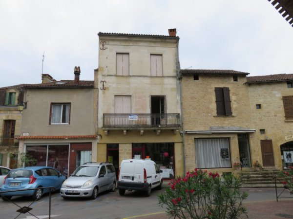 House for Sale in Belves