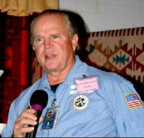 Um denunciante da NASA e bases alienígenas na Lua