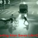 China: Homem é salvo por alienígena/viajante do tempo 1