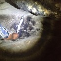 Aparente impressão de mão gigante é encontrada em caverna nos EUA 5
