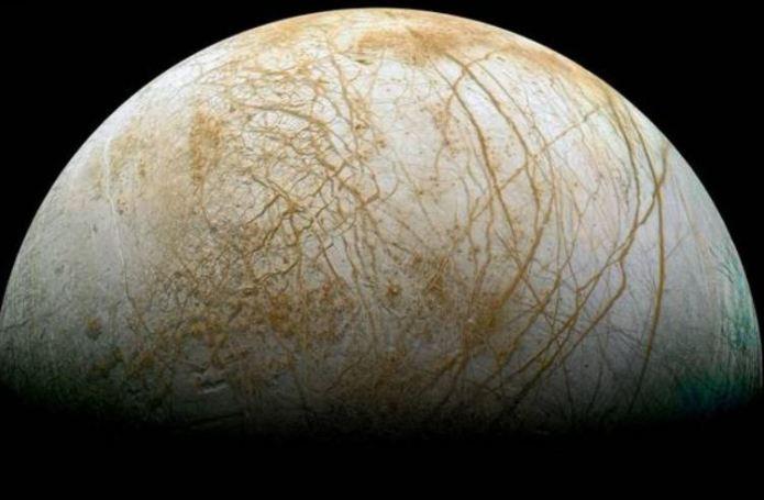 Oceano de lua de Júpiter é praticamente igual aos da Terra
