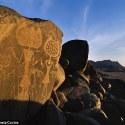 Livro da NASA sugere que antigos petroglifos podem ter sido feitos por alienígenas 13