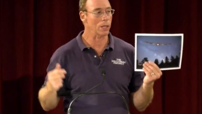 """Dr. Greer: """"Os extraterrestres nos consideram uma civilização problemática"""""""