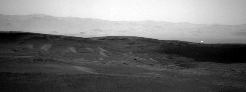 Foto com misterioso objeto brilhante na superfície de Marte é publicada pela NASA