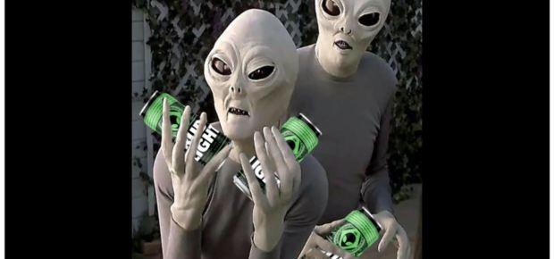 Bud Light oferece cerveja grátis para alienígenas que escaparem da Área 51 3